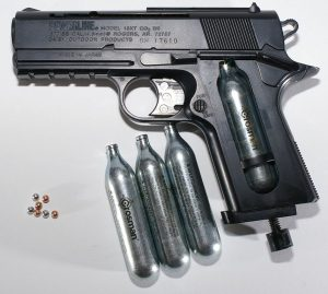 856px-BB_gun_with_CO2_and_BBs